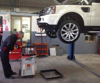 La manutenzione del cambio automatico di una Range Rover Sport con 155.000 km che a detta del proprietario non accusava problematiche ma che in officina presentava delle anomalie che nel tempo avrebbero compromesso seriamente l'auto