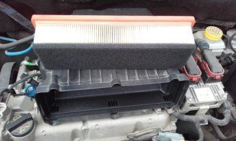 Perché i filtri d'aria sono tra i ricambi auto più sottovalutati? Eppure capire la forma e il materiale con cui vengono costruiti ti permettono di evitare di sostituirlo ad un chilometraggio errato (di solito quello suggerito dalla casa-auto) compromettendo le prestazioni della tua auto